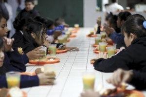 Alla barn har rätt att få i sig mat med näring, så de kan växa och lära sig. Vi är med och gör skillnad!
